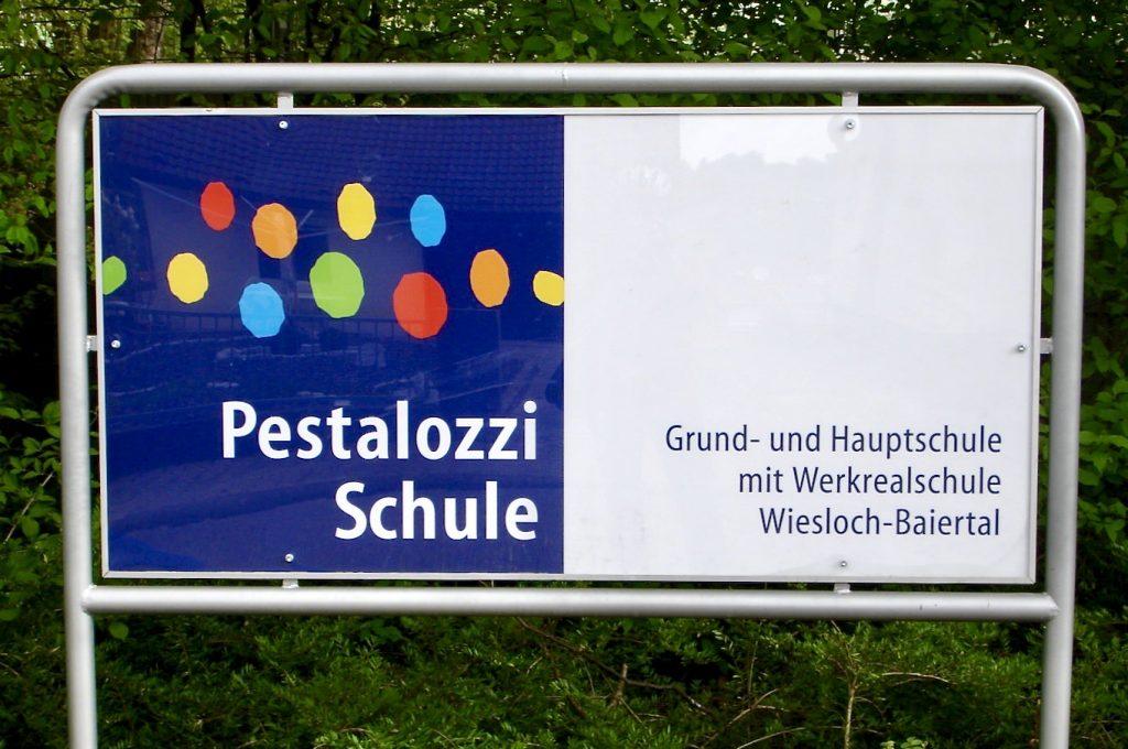 Schild Pestalozzi Schule Wiesloch Baiertal